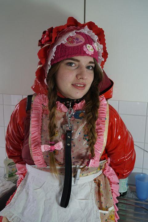 Küchenhilfe flabbyzulma - maids in plastic clothes