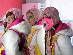 drei rosa Barbiehuren