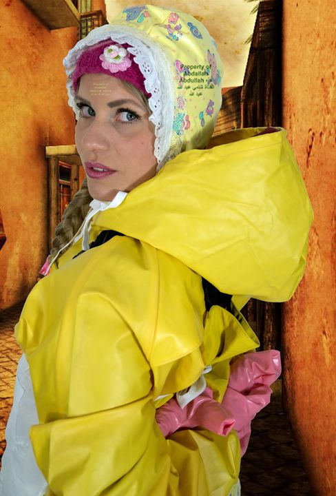 maid schlepatjasadniza in Orient - maids in plastic clothes