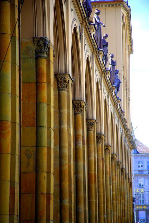 Arches & columns - Adi Starr
