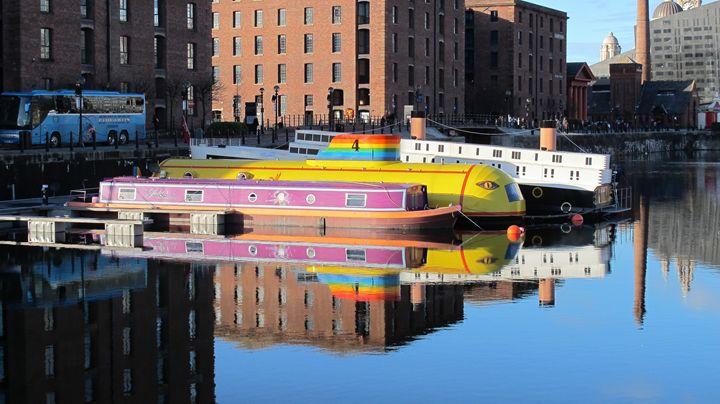 Yellow Submarine in Albert Dock Live - debchePhotography