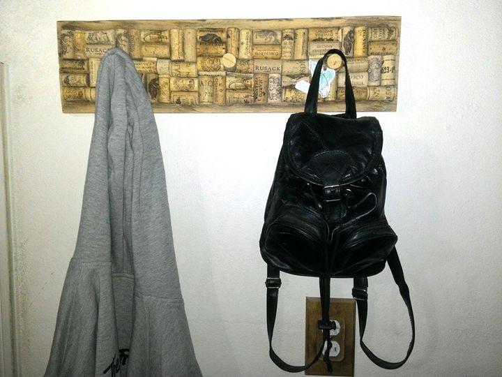 Rustic wIne cork hat/coat rack - Islandtreasures247