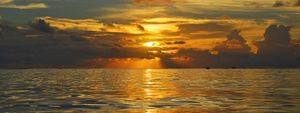 Fiji / Mana Island - Unbroken Sea