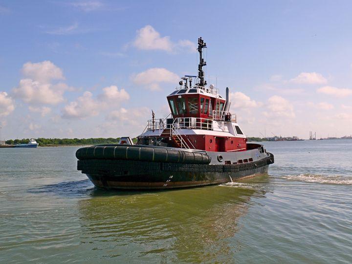Tug boat - Robert Brown Photography