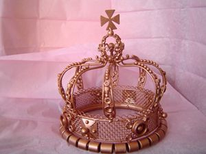 British Metal Crown - Zarta Studio