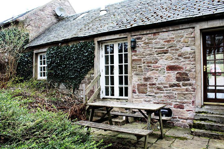 Cottage - Leire Sedgwick