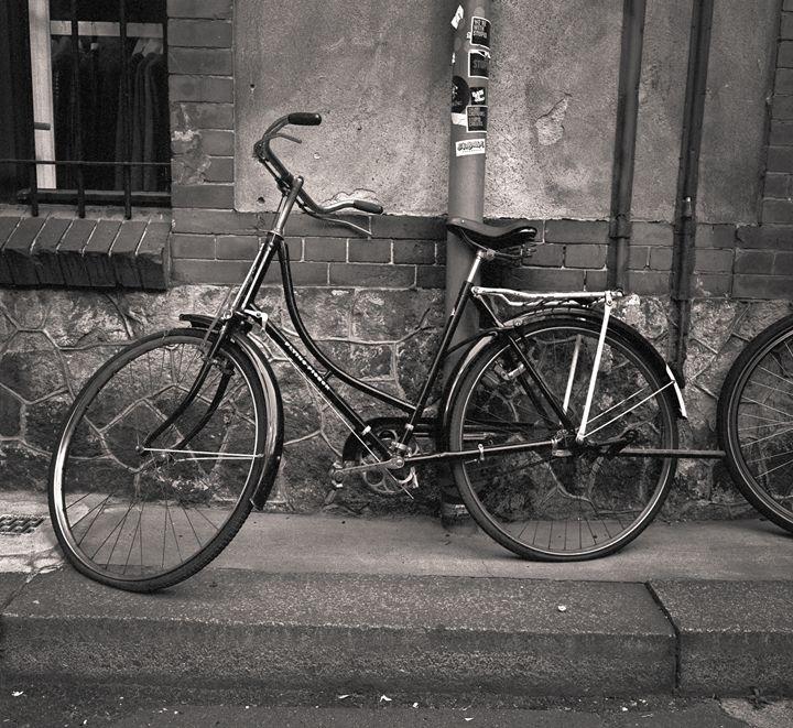 Dresdenn: bike against wall - Ron Greer Photography