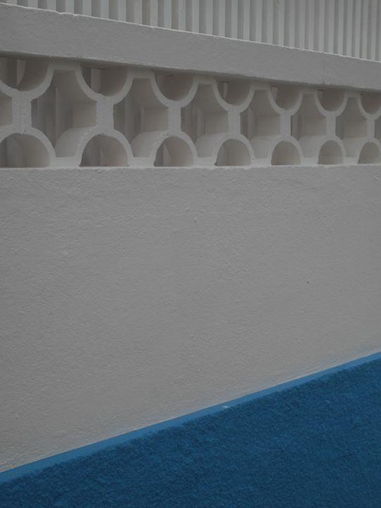 White and blue wall - Simon Goodwin