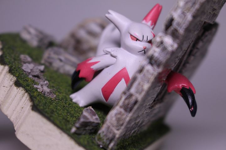 Zangoose - Sophisticated Collection