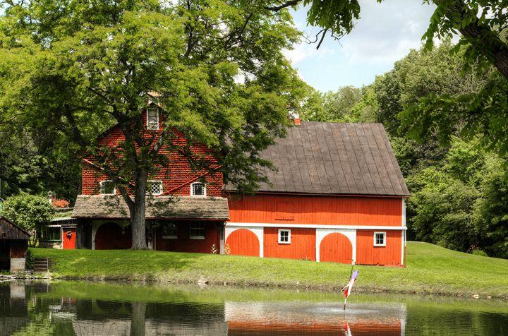 old red barn 2 - leftysphotos