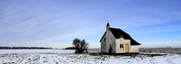 Isolated Fenland Cottage - Dave Porter Landscape Photography