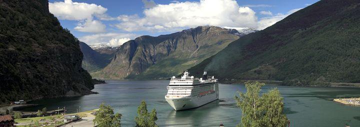 Cruise ship, Aurlandsfjorden Fjord - Dave Porter Landscape Photography