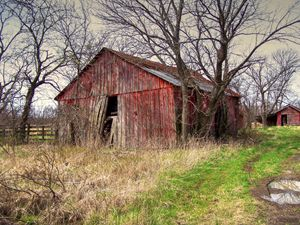 Abandoned Farm - Lion's Gate and Open Road Photography