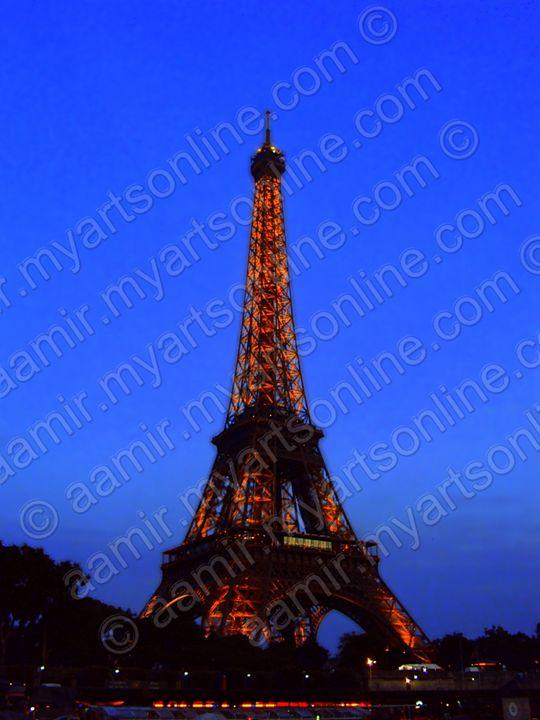 Night Eiffel Tower. Paris - Aamir Show